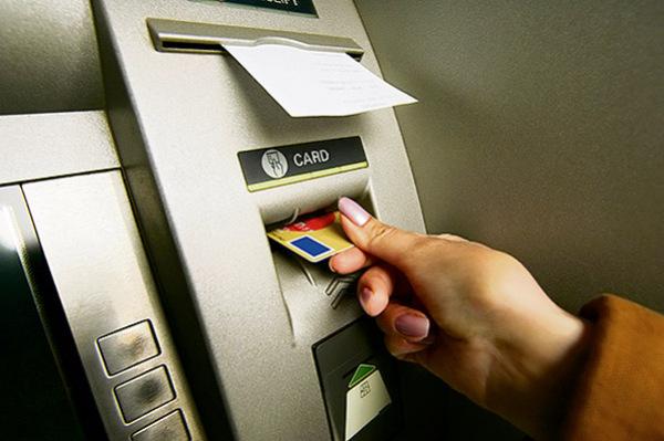 Почему в России карты банков используются в основном для обналичивания средств?