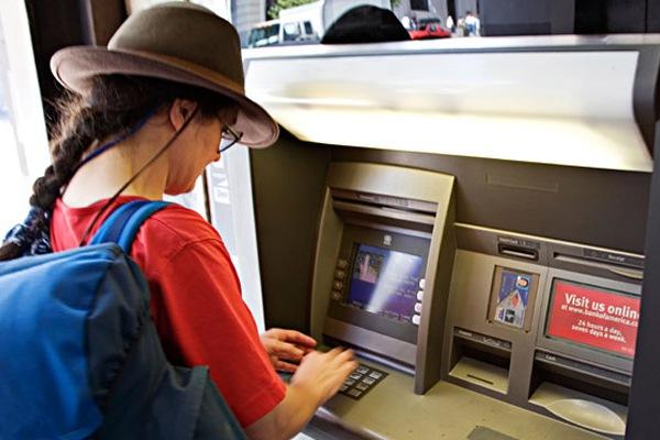 Как правильно использовать кредитные карты банков за рубежом?