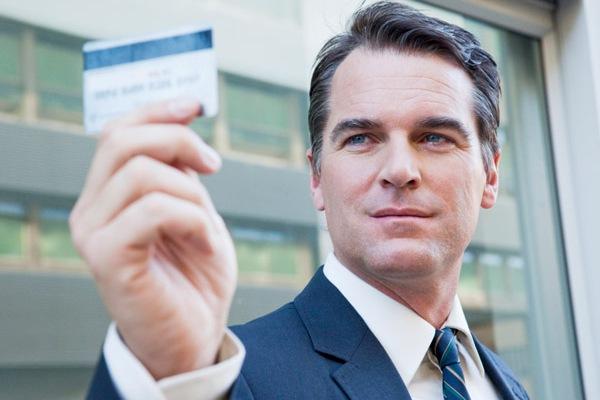 Как устанавливается кредитный лимит по карте банка и можно ли его увеличить?