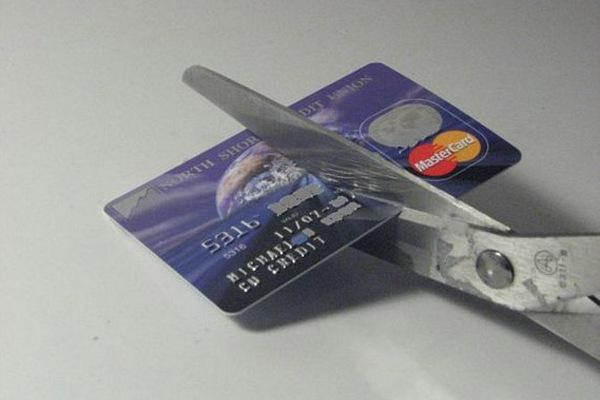 Как закрыть кредитную карту, чтобы не остаться должником?