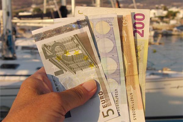 Деньги на отдыхе: наличные деньги, кредитные карты, дорожные чеки