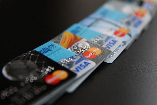 Кредитные карты уходят с рынка: банки ограничивают карточное кредитование