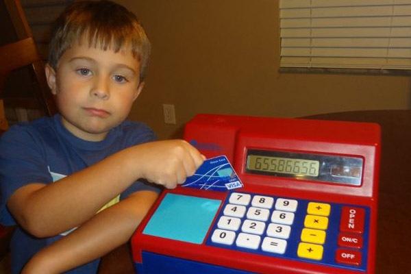 Кредитка для ребёнка: преимущества, недостатки, схема открытия