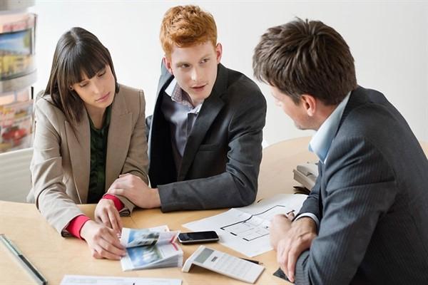 Поиски надежного помощника для оформления кредита