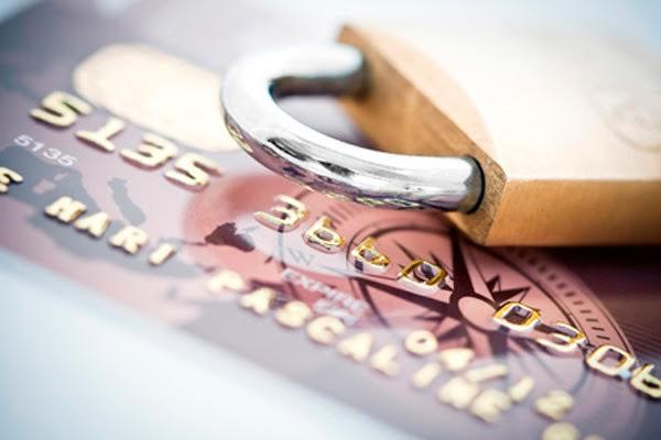 Когда стоит заблокировать кредитную карту, и как это сделать?